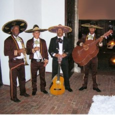 Image of Serenade with 4 mariachis